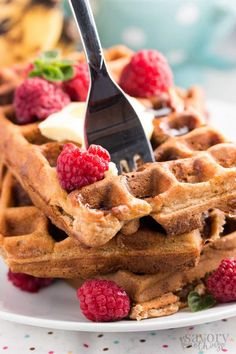 My family constantly asks for these easy banana oatmeal waffles for breakfast! They are full of whole grains, low in fat and sugar and taste SO amazing! Healthy waffles done right. Homemade Breakfast, Best Breakfast, Healthy Breakfast Recipes, Brunch Recipes, Breakfast Waffles, Breakfast Ideas, Banana Breakfast, Healthy Waffle Recipes, Healthy Breakfasts