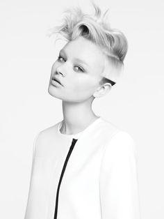 minimalistic white jacket – black and white |Fashion + Photography|