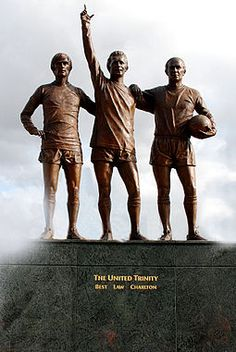 """On 29 May to celebrate the anniversary of Manchester United's first European Cup title, a statue of the club's """"holy trinity"""" of George Best, Denis Law and Bobby Charlton, entitled """"The United Trinity'! Manchester United Stadium, Manchester United Wallpaper, Manchester United Legends, Forever Manchester, Visit Manchester, Man Utd Tattoo, David Beckham Football, Man Utd Fc, Bobby Charlton"""