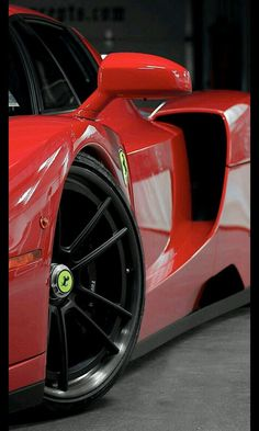 The Ferrari 488 GTB was unveiled at the 2015 Geneva Motor show and is currently in production. The car is an update for the Ferrari 458 with the 488 sharing some of the design an components. Luxury Sports Cars, Sport Cars, Lamborghini Veneno, Gold Lamborghini, Koenigsegg, Maserati, Porsche Boxter, Auto Poster, Moto Design