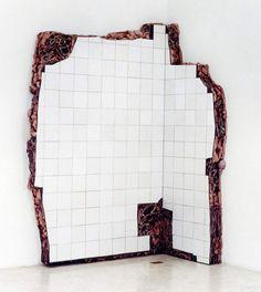 "Adriana Varejao ""Santa Cruz jerked-beef ruin"" (corner) 2002 Óleo sobre madera y poliuretano Medidas: 233x90x166 cm"