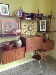 New wall in the living room? 1950s Furniture, Furniture Styles, Find Furniture, Mid Century Furniture, Wall Units, Mid Century Design, New Wall, Corner Desk, Entryway Tables