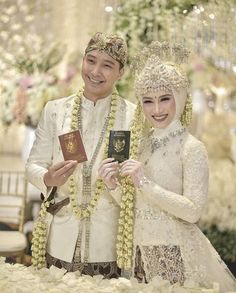 Melody Nurramdhani Laksani and husband , Melody wedding on 3 November 2018 . Muslim Wedding Gown, Kebaya Wedding, Muslimah Wedding Dress, Muslim Wedding Dresses, Javanese Wedding, Indonesian Wedding, Pre Wedding Poses, Wedding Picture Poses, Bridal Hijab