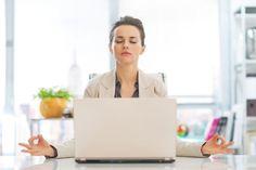Et si méditer permettait aux décideurs de développer leur stratégie d'entreprise ? Avec « Ces décideurs qui méditent et s'engagent. Un pont entre sagesse et business », récemment publié chez Dunod, l'auteur Sébastien Henry a rencontré plus de 60 décideurs à travers le monde qui ont trouvé dans cette pratique, au-delà de la gestion du stress, des clefs pour amplifier leur leadership.