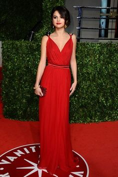 8ff6c53ceb6c Selena Gomez stunned us with this amazing red carpet look! Red Gowns, Red  Carpet