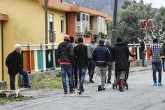 De Oostenrijkse bondskanselier Christian Kern (SPÖ) wil dat vluchtelingen in kampen buiten de EU worden opgevangen. Kern denkt aan kampen in landen als Libië, Senegal, Mali en Afghanistan.