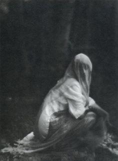 Veiled Woman, Imogen Cunningham (1910-1912)