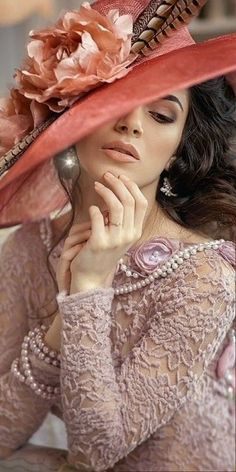 Beautiful Gif, Beautiful Roses, Simply Beautiful, Turbans, Female Drawing, Angel Pictures, Romantic Pictures, Wearing A Hat, Retro Hairstyles