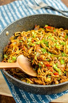 Syn free chicken singapore noodles slimming world slimming eats - slimming Slimming World Soup Recipes, Slimming World Dinners, Slimming World Chicken Recipes, Slimming World Diet, Slimming Eats, Slimming World Noodles, Slimming World Healthy Extras, Slimming World Lunch Ideas, Curry Recipes