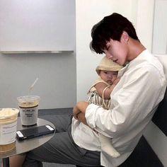 Ahhhh, So cute! Cute Asian Babies, Korean Babies, Cute Babies, Asian Kids, Hoseok Bts, Bts Taehyung, Jhope, Foto Jungkook, Foto Bts