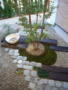 Easy DIY Zen Garden Design In order to have a wonderful Modern Garden Decoration, it is helpful to be … Zen Garden Design, Japanese Garden Design, Japanese Style, Japanese Gardens, Design Zen, Rock Design, Landscape Design, Landscaping With Rocks, Front Yard Landscaping