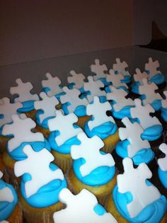 """light it up blue"" Autism speaks cupcakes~I am planning to make some but slightly different."