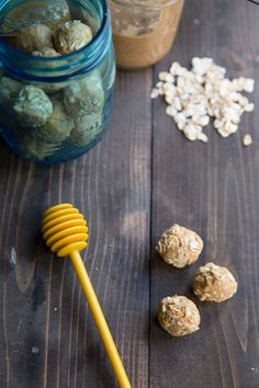 Great protein snack for pregnancy Peanut Butter Honey Oat Protein Bites Protein Bites, High Protein Snacks, Healthy Snacks, Raw Food Recipes, Snack Recipes, Healthy Recipes, Sin Gluten, Peanut Butter Roll, Post Workout Snacks