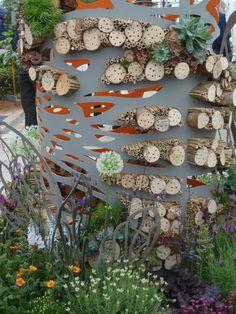 Wildlife gardening meets art - urban bee hotel by Amy Curtis at RHS Chelsea Flowershow #homesfornature