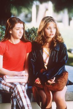 Sarah Michelle Gellar as Buffy Summers & Alyson Hannigan as Willow Rosenberg (Buffy the Vampire Slayer)