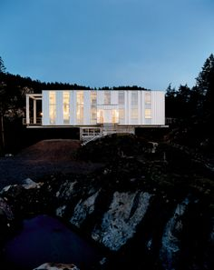 Cantilever House by Anderson Anderson Architecture
