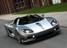 Koenigsegg... what i wouldnt do to own one of these...