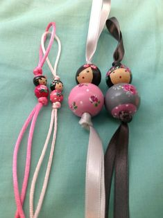 Les Pucinettes d'amour de Valoupette sont de retour à la boutique!!!! Elles sont toujours aussi mignonnes,disponibles en deux tailles et de... Clay Crafts For Kids, Diy Arts And Crafts, Doll Crafts, Bead Crafts, Crafts To Make, String Art Diy, Wood Peg Dolls, Kokeshi Dolls, Kids Jewelry