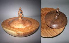 Entorno Artesano: Cuerpo en paraíso, tapa y tirador en algarrobo. 13 x 10 cm.