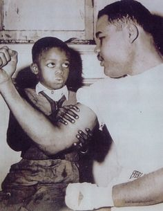 Joe Louis American Athletes, Boxing History, World Heavyweight Championship, Joe Louis, Vintage Black Glamour, Boxing T Shirts, Sport Icon, T Art, Black Image