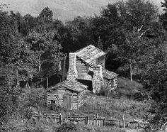 #Sarver Cabin Homestead on Sinking Creek Mountain in Virginia. This cabin, though weathered & somewhat dilapidated, still stands along the Appalachian Trail