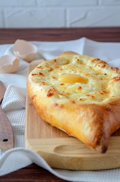 Khachapuri with cheese and egg in Ajarian style. Bakery Recipes, Egg Recipes, Cooking Recipes, Cottage Cheese Desserts, Quick Summer Meals, Georgian Cuisine, Food Carving, Good Food, Yummy Food