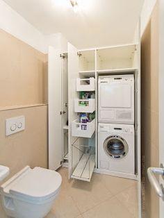 Ideen für die Waschküche: Waschmaschine und Trockner übereinander gestapelt im Einbauschrank