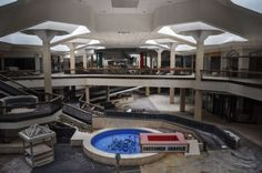 The abandoned Randall Park Ohio was once the worlds largest shopping mall. This is what it looks like now Abandoned Malls, Abandoned Buildings, Abandoned Places, Abandoned Ohio, Haunted Places, Abandoned Mansions, Randall Park, The American Mall, Dead Malls