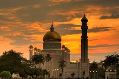 Masjid Sultan Omar Ali Saifuddin Mosque at sunset