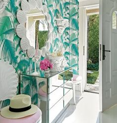 Today Lilly Pulitzer launched its new collaboration with Pottery Barn, which you won't want to miss! In the spirit of all thing Palm Beach Chic, today we are touring a Palm Beach home d… Palm Beach Decor, Beach Chic Decor, Tropical Home Decor, Vintage Beach Decor, Tropical Interior, Tropical Pool, Tropical Paradise, Beach Cottage Style, Beach Cottage Decor