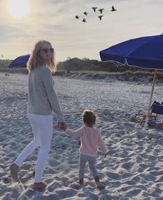 Candice King with her daughter Florence May King on September 2018 in Cape Elizabeth, Maine. Cape Elizabeth, Candice King, Candice Accola, Caroline Forbes, Drama Series, The Cw, Vampire Diaries, American Actress, September 1