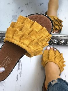 Shop Casual Bowknot Toe Post Flat Sandals right now, get great deals at Chiquedoll Trend Fashion, Fashion Shoes, Womens Fashion, Style Fashion, Fashion Mode, Fashion Brands, Cute Shoes, Me Too Shoes, Shoe Boots