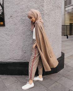 New style casual chic ideas shoes ideas Street Hijab Fashion, Muslim Fashion, Modest Fashion, Fashion Outfits, Casual Hijab Outfit, Hijab Chic, Ootd Hijab, Casual Shoes, Look Fashion