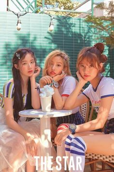 And this is the sub unit of G-Idle known as Even Eared Square, comprising of YUQI, SOYEON and SHUHUAhuahua. Okay, I might have made the name up but there is a small resemblance to a Loona photo. No bad comparison in my view. J Pop, Kpop Girl Groups, Korean Girl Groups, Kpop Girls, Extended Play, Mamamoo, Star Magazine, Soo Jin, Fandoms