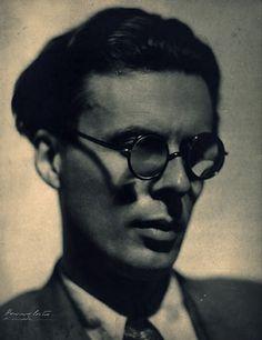 Aldous Huxley. Posing. Write later.