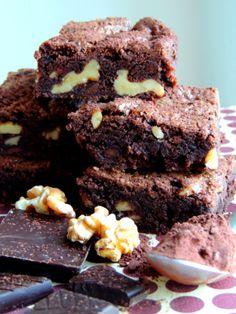"""[gallery type=""""square"""" ids=""""4909″] """"Kan du ikke bare lave en helt almindelig chokoladekage – en Brownie?"""" spurgte min familie mig om den anden dag. Jeg tro…"""