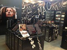 niiiiiiice hand written letters!!!!  New MAC Cosmetics store in Monza (Italy)