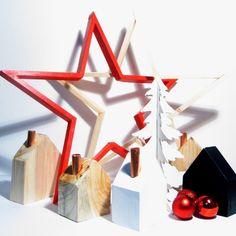 Vánoční+dekorace+/+sada+jak+hrom+Nejkouzelnější+vánoční+sada.+2+nejkrásnější+dřevěné+hvězdy+(červená+a+přírodní),+velikost+-+pravítko+mi+nestačilo+(kolem+43cm)+5x+dřevěný+domeček+(4x+s+měděným+komínkem)+1x+bílý+stromeček,+vlastní+rukou+natřen+3x+červená+ozdoba+Krásná+dekorace+na+stůl,+komodu+i+poličku+(no+spíš+polici).+Jedná+se+o+ruční+práci+ze...