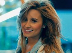 The color #Demi #hair #caramel