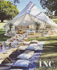 A tent as a wedding location with a beautiful wedding decoration sounds nice. # Tent # lounge # wedding location # wedding decoration # wedding – All For Garden Outdoor Parties, Garden Parties, Boho Garden Party, Bohemian Party, Backyard Parties, Outdoor Events, Summer Garden, Outdoor Party Decor, Tent Parties