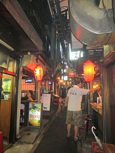Hungry Belly Travels — A top foodie destination in Shinjuku! Memory Alley (or Piss Alley as it is commonly known) serves up the best yakitori! A must eat in Tokyo, Japan.