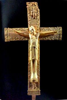 Crucifijo de Fernando I y doña Sancha, fabricado en marfil hacia el año 1063.