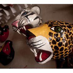 Máscara de Tigre del Carnaval de Barranquilla, Colombia Coral, Costume, Artwork, The World, Tiger Mask, Sombreros, Handmade, Masks, Fancy Dress