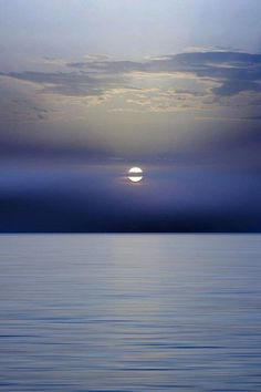 Moon Setting Over Ocean Beautiful Moon, Beautiful World, Beautiful Places, Simply Beautiful, Moon Pictures, Belle Photo, Oil Painting On Canvas, Night Skies, Serenity