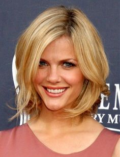Elegant Short Medium Haircuts for Women Pictures