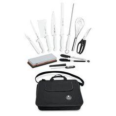 O QUE: Kit Professional Master Tramontina QUANTO: R$1.110,52 ONDE: http://www.extra.com.br/UtilidadesDomesticas/AcessorioseUtensilios/AcessoriosDeCozinha/Kit-Chef-Profissional-Master-12-Pcs---Tramontina-3794315.html