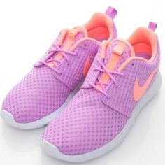 HOST PICK✨ BRAND NEW WOMENS ROSHES Brand New Women's Roshes - NOTE: box and shoe are in perfect condition, but there is no top to the box - Size 6 -Prices are negotiable but the gap isn't that big- they are brand new. Also I DO NOT TRADE. The show looks like the first picture. I put the flash on the pictures I took of it. Nike Shoes Sneakers