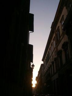 Verso piazza san lorenzo in controluce