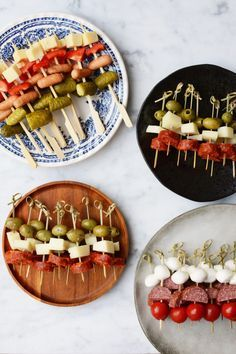 Fluted with goat - Clean Eating Snacks Snacks Für Party, Appetizers For Party, Appetizer Recipes, Toothpick Appetizers, Canapes Recipes, Spanish Appetizers, Fingerfood Party, Luau Party, Party Hats