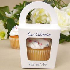 Let 'em eat cupcakes neatly packaged in personalized individual cupcake favor boxes with clear cellophane windows and easy-to-carry handles. These adorable white favor boxes can be packaged with cupcakes and set on guest tables or be used to send a piece of your 'cupcake wedding cake' home as family and friends leave your reception. Cupcake Favors, Cupcake Packaging, White Cupcakes, Wedding Cakes With Cupcakes, Cupcake Wedding, Wedding Desserts, Gifts For Wedding Party, Wedding Favors, Big Cakes